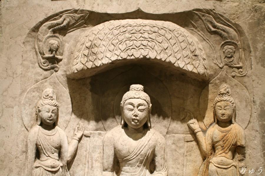 《如来三尊仏龕(にょらいさんぞんぶつがん)》(東京国立博物館蔵)